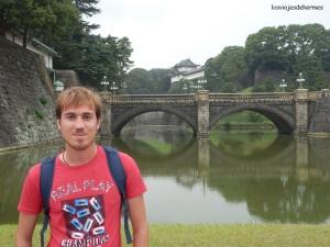 Junto al Palacio Imperial