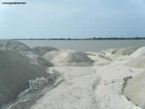 Montañas de sal junto al Lago Rosa