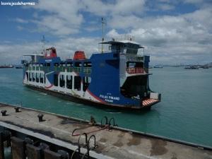 Ferry llegando a la terminal