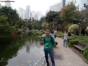 Posando en el parque de H. Kong
