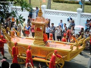 Carroza en un desfile en Luang Prabang